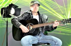 Guitarra electroacústica Qué es, características, tipos, partes, cómo se toca