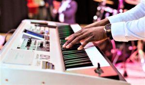 Piano eléctrico Qué es, características, partes, tipos, historia, cómo se toca