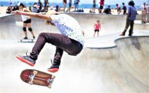 Skate | Qué es, características, beneficios, riesgos, movimientos, estilos